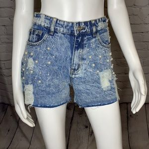 🌺LAST🌺DISTRESSED JEAN SHORTS WITH PEARLS